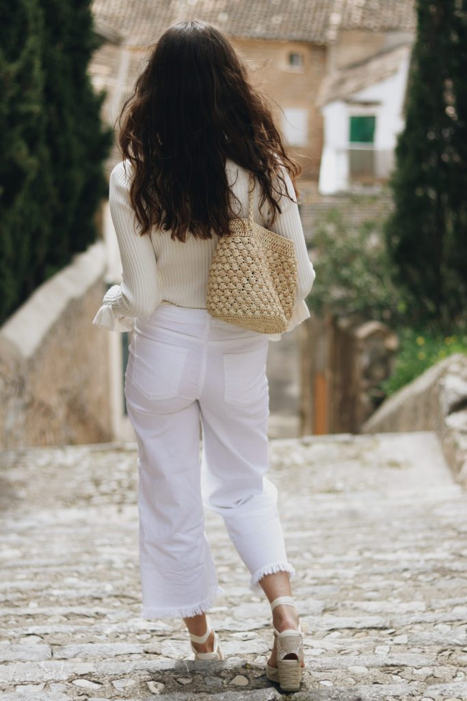 All White Look Modeblog Outfit Streetstyle Mallorca Sommer Espadrilles Korbtasche