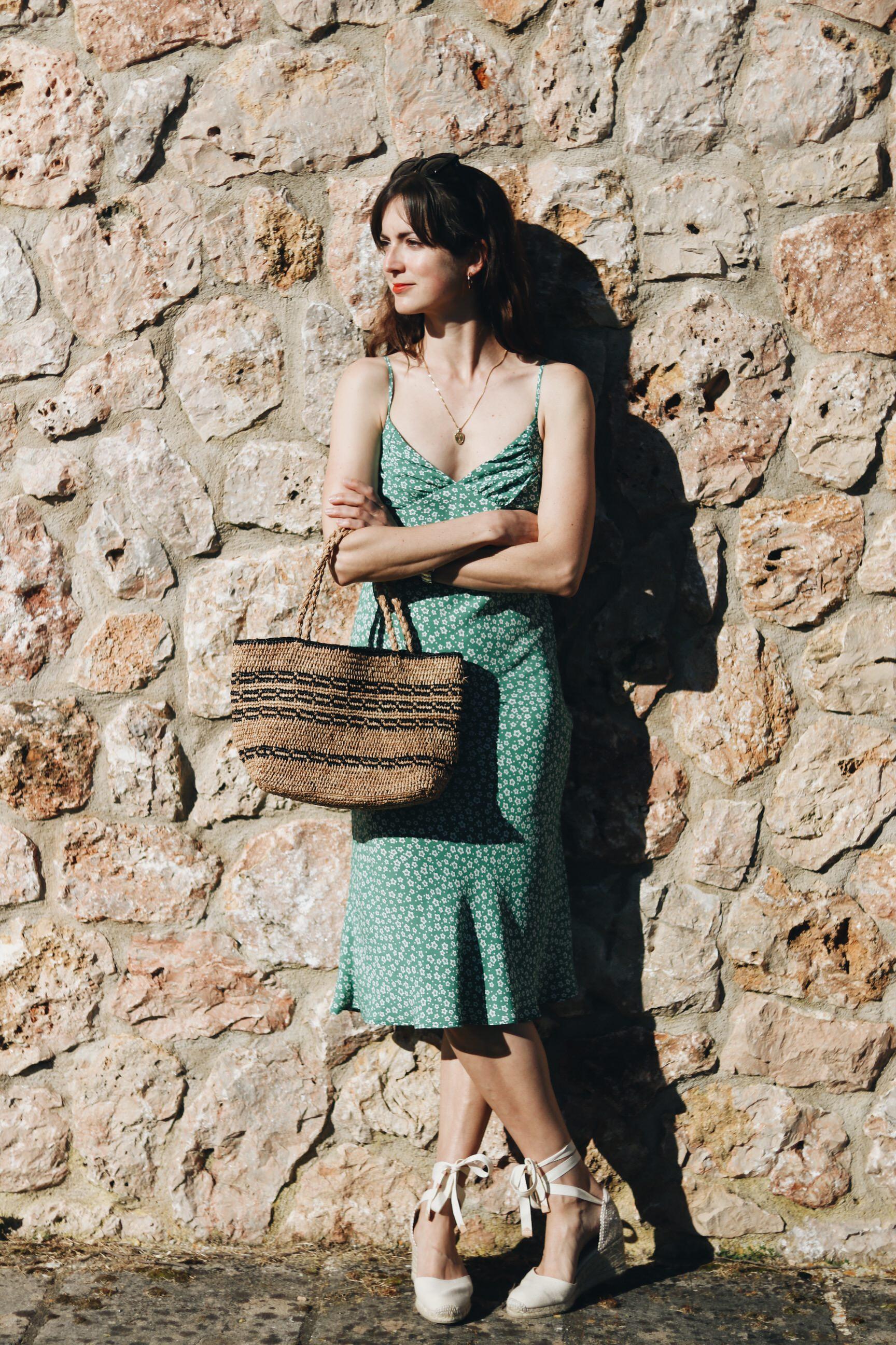 Blumenmuster Kleid kombinieren Modeblog