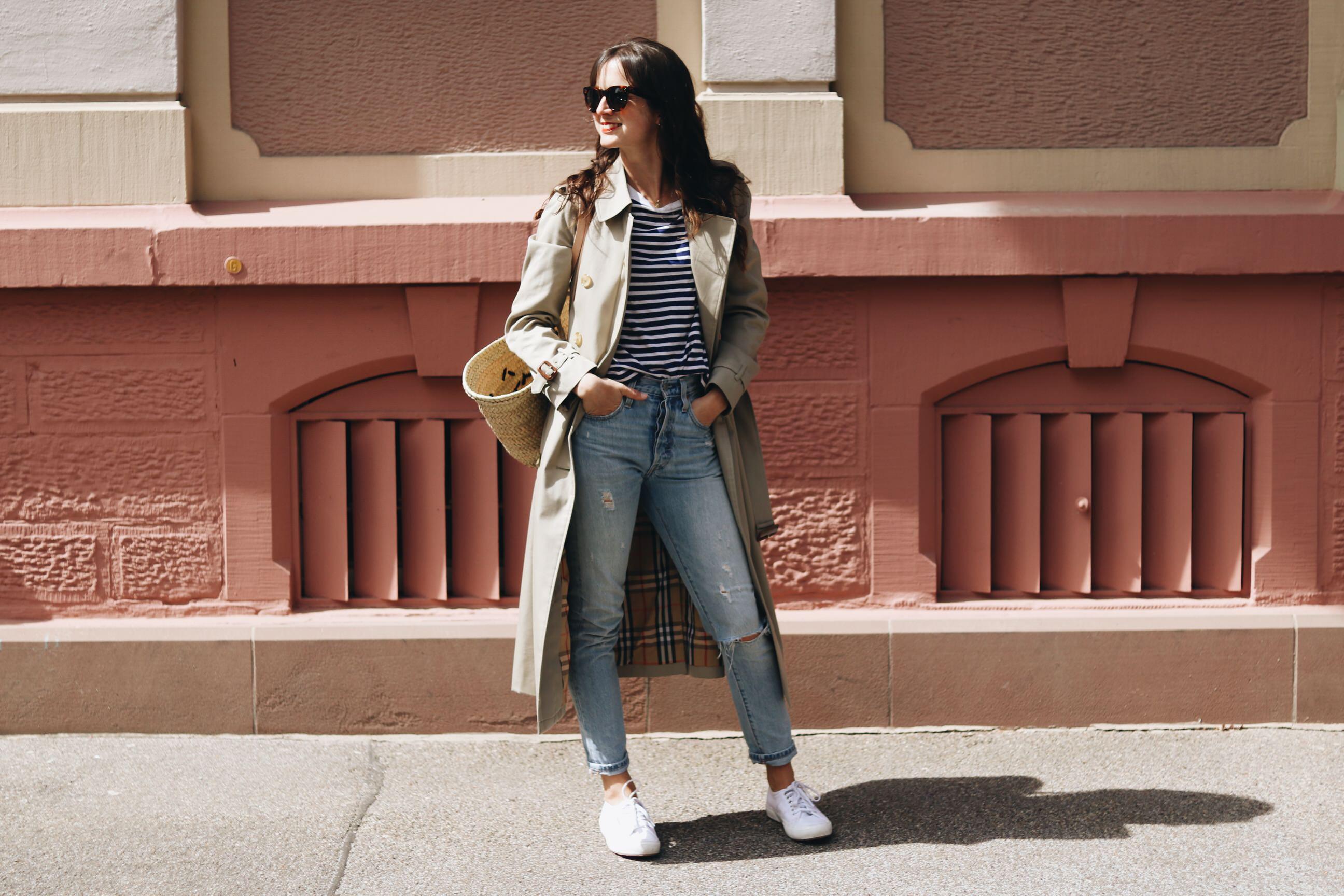 Modeblog Streetstyle Outfit Trenchcoat Burberry Korbtasche kombinieren Neele Modebloggerin Top 10 Look