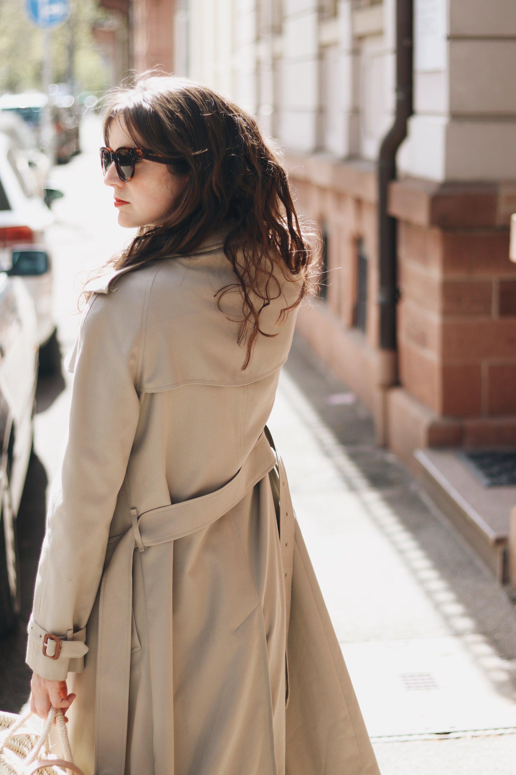 Modeblog Top 10 Outfit Streetstyle burberry Trenchcoat Berlin Sommer Look Neele Modebloggerin