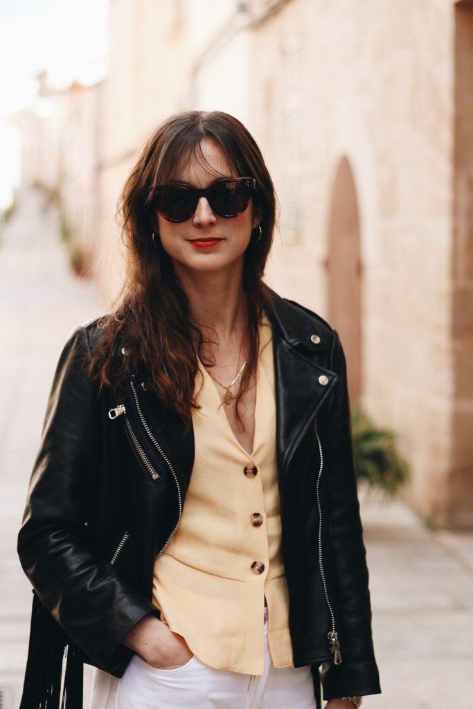 Modebloggerin Neele kombinieren Fransen Lederjacke Outfit Sommer Modeblog