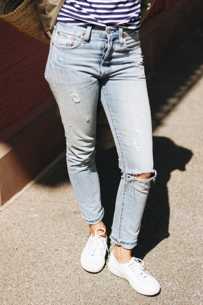 Mom Jeans weisse sneaker Outfit Modebloggerin