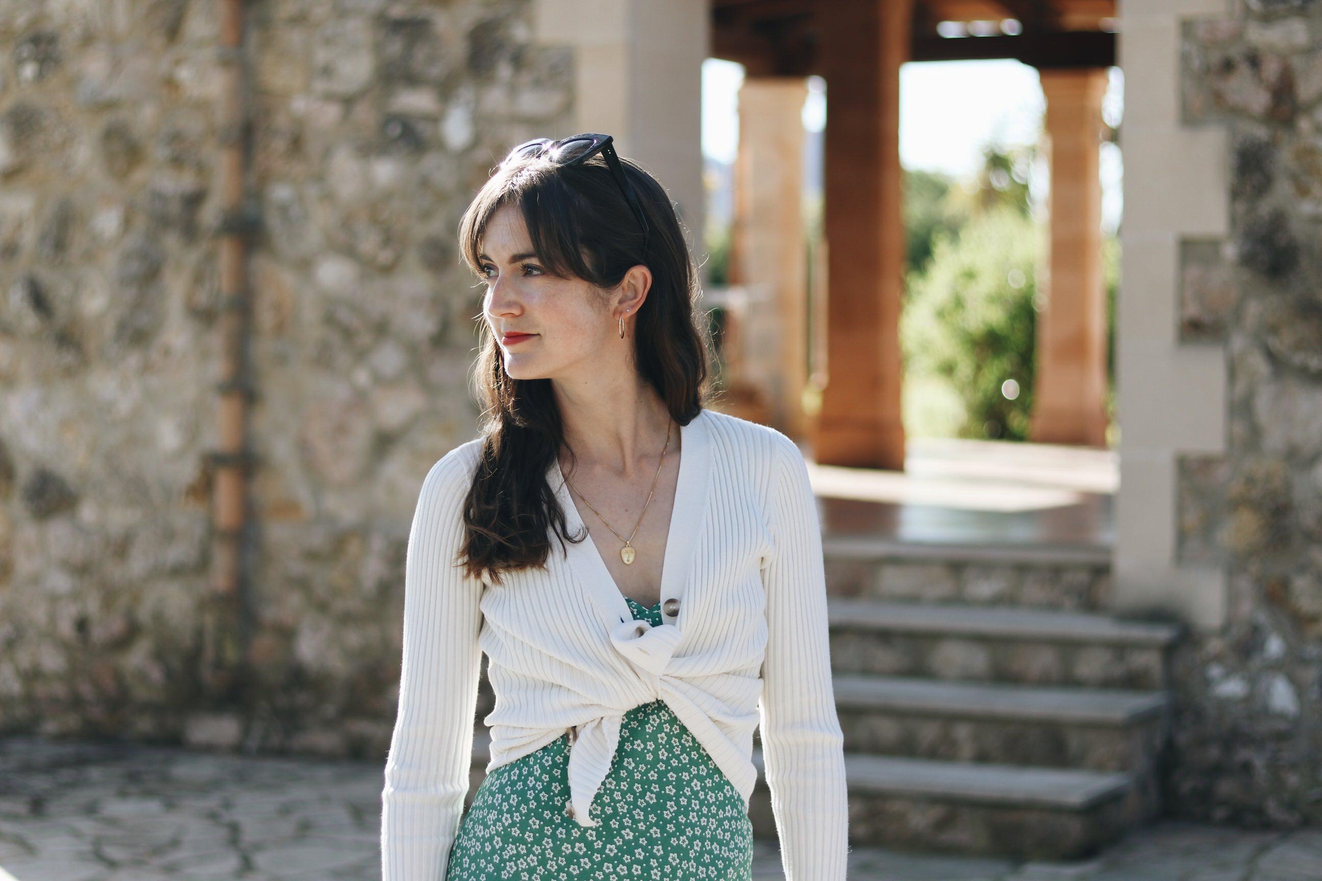 Cardigan kombinieren Outfit Sommer Bloggerin Freiburg Mallorca Blumenmuster