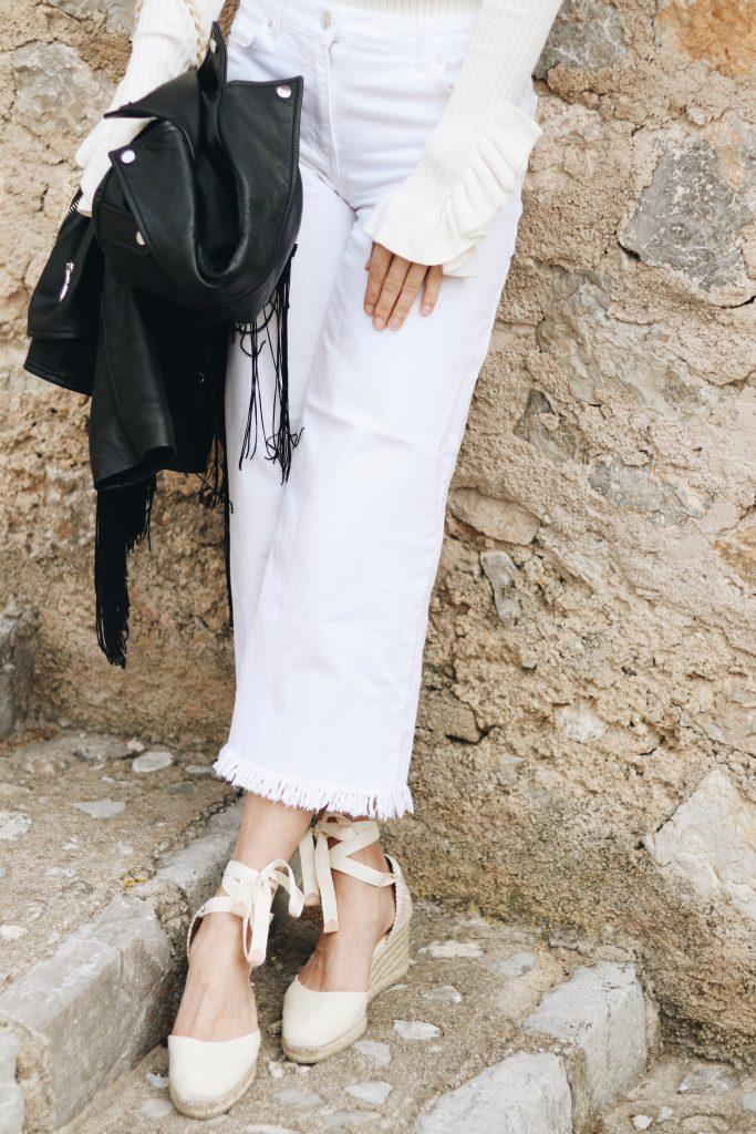 Espadrilles Fransen Hosen All White Look Modeblog Lederjacke schwarz Outfit