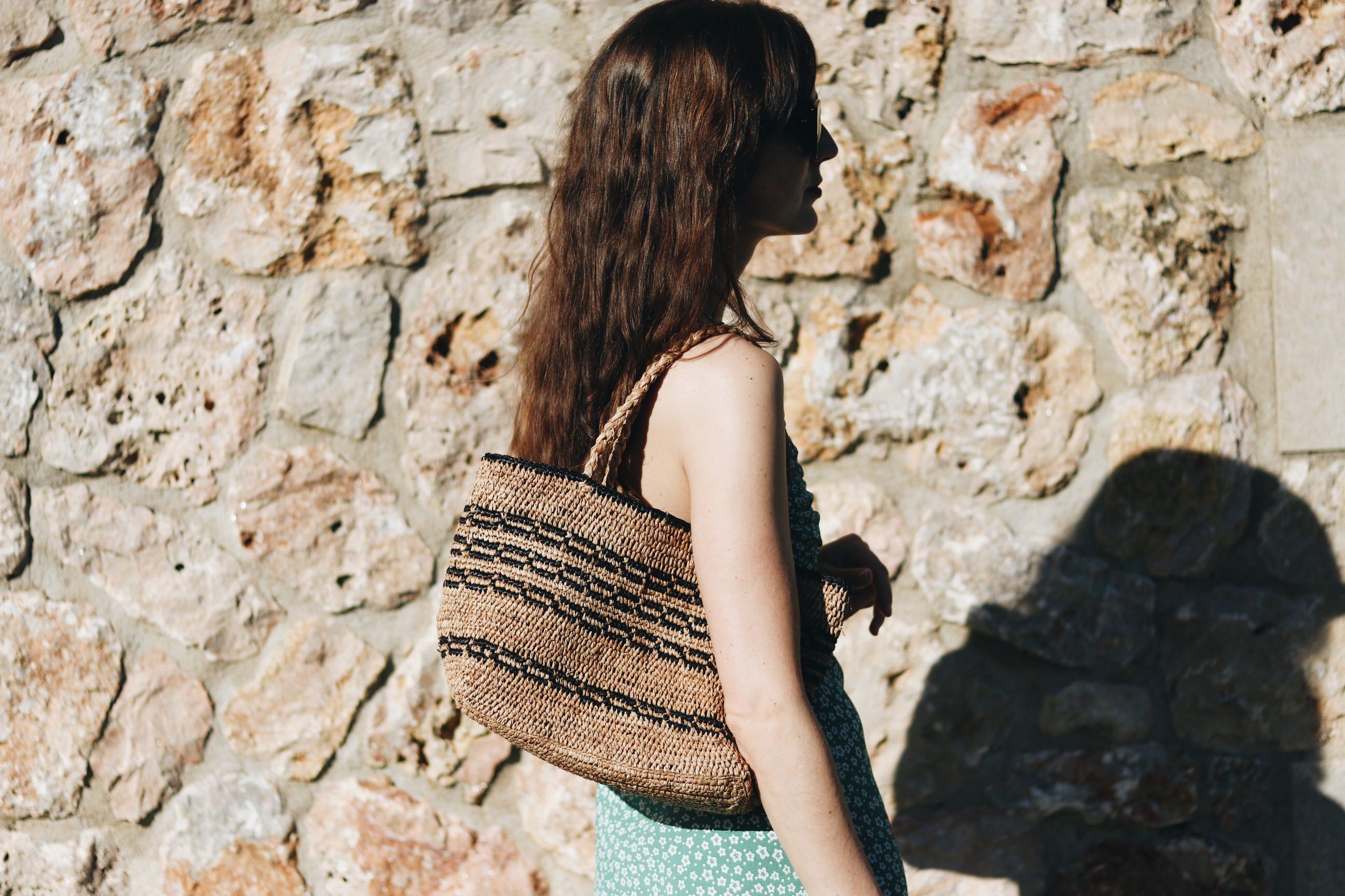 Korbtasche Modetrends Sommer Blumenmuster Kleid kombinieren