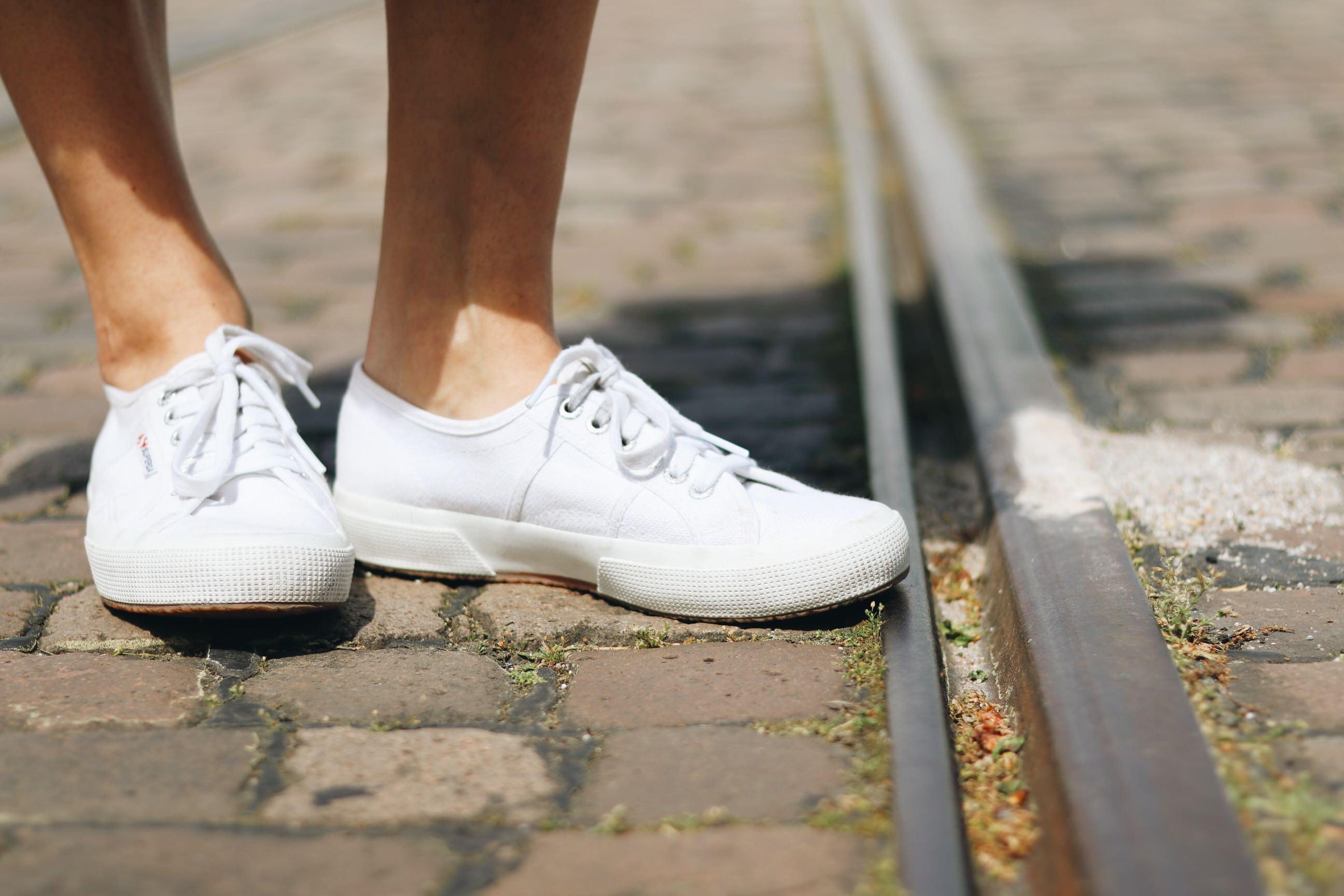 weisse sneaker Blog Modeblog kaufen stylisch Modeblog
