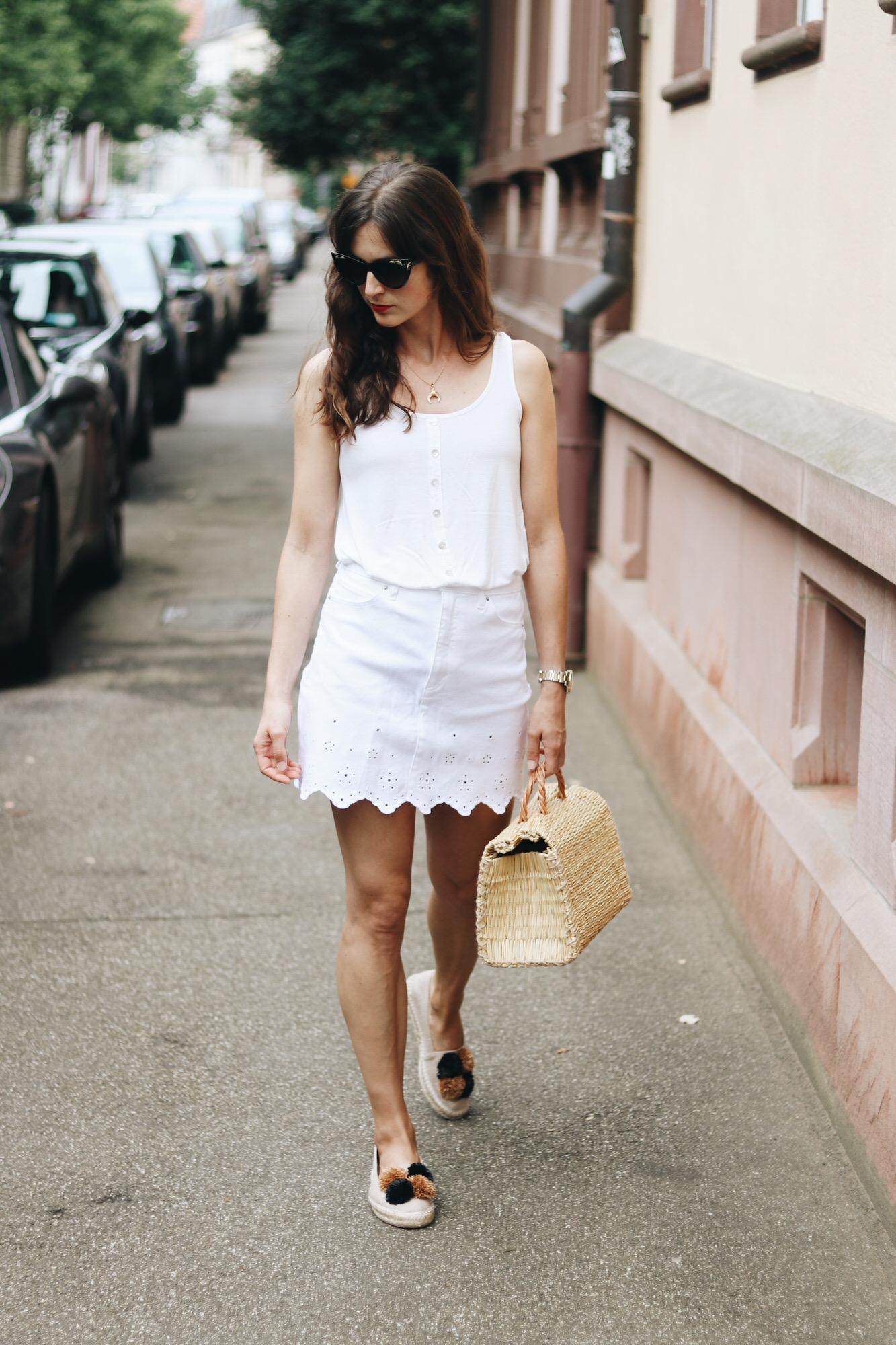 Weisser Jeansrock kombinieren how to wear Tipps Denim auf meinem Modeblog