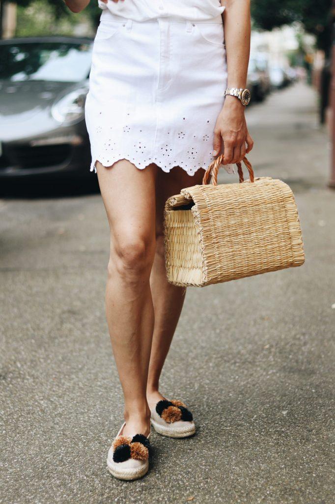 Espadrilles und Korbtaschen kombinieren mit weißem Jeansrock auf meinem Modeblog