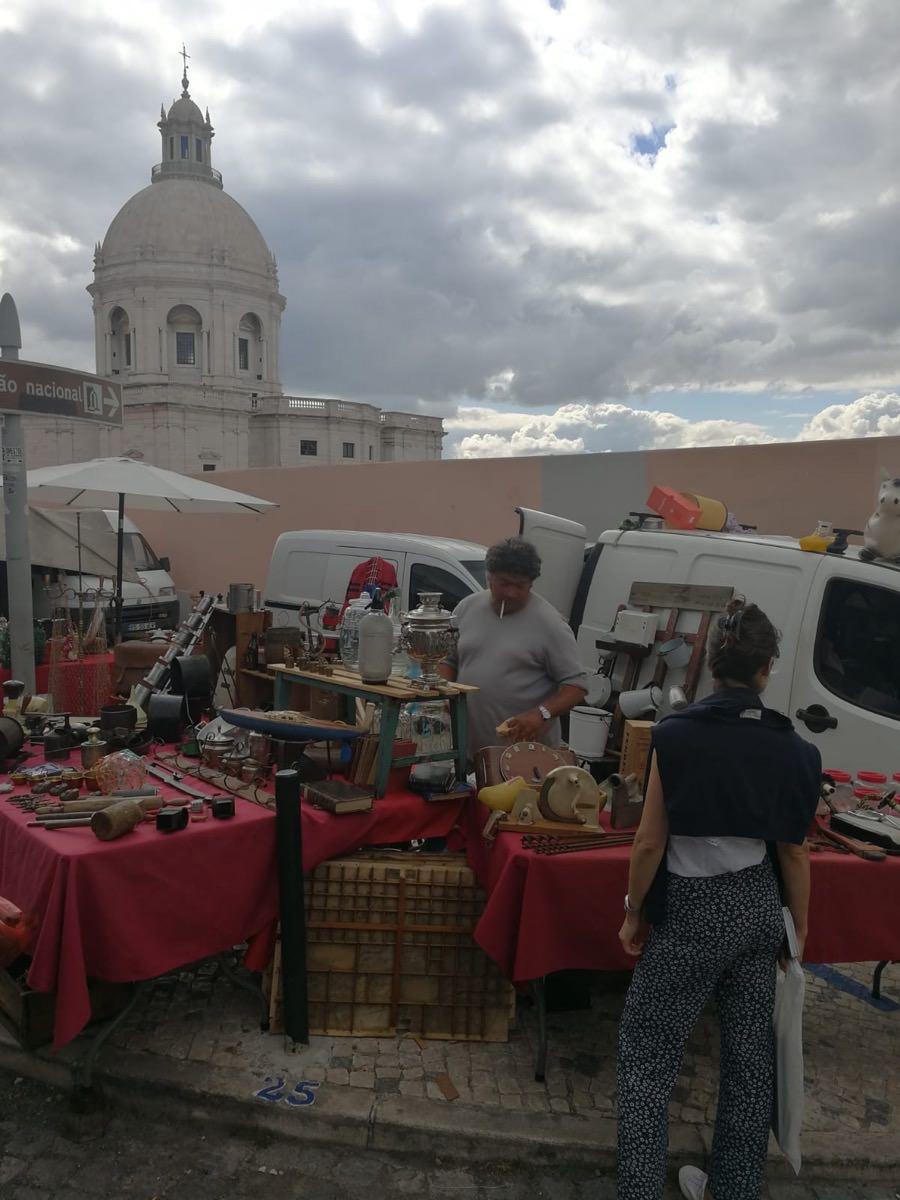 Feira da Ladra Flohmarkt in Lissabon in meinen Reisetipps