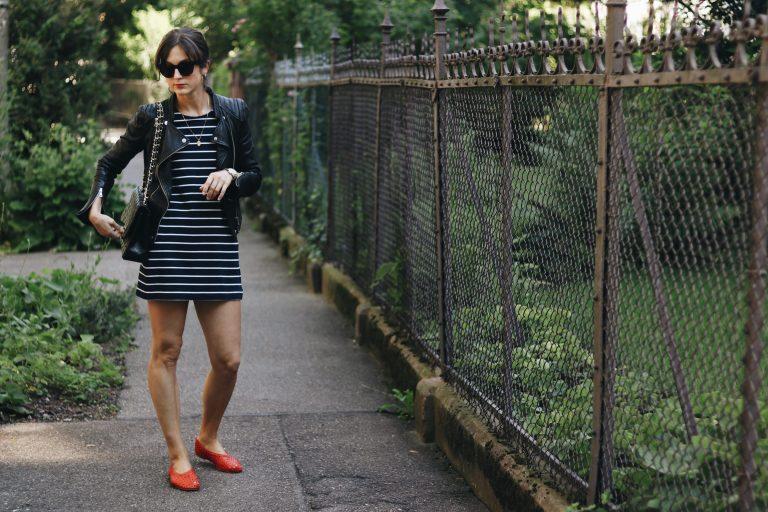 Modeblog Outfit Chanel Tasche gebraucht gestreiftes Kleid Sommer Outfit rote Ballerinas Blog Modebloggerin Neele