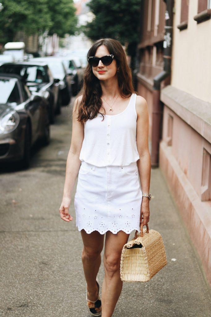 Weisser Jeansrock kombinieren auf meinem Modeblog