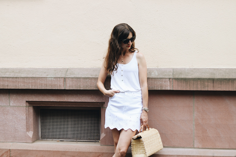 How to Wear Tipps weißer Jeansrock kombinieren auf meinem Modeblog