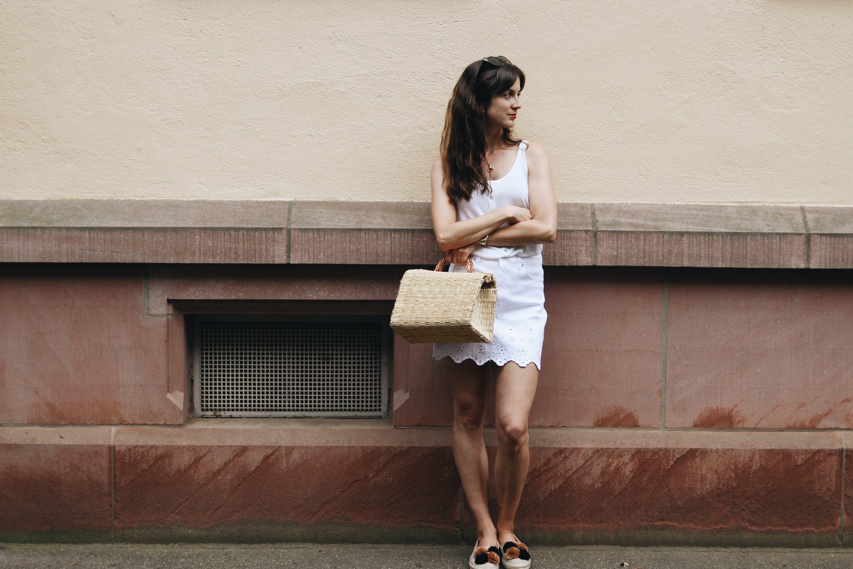 Einen weißen Jeansrock kombinieren How to Wear Tipps zum weißen Jeansrock auf meinem Modeblog
