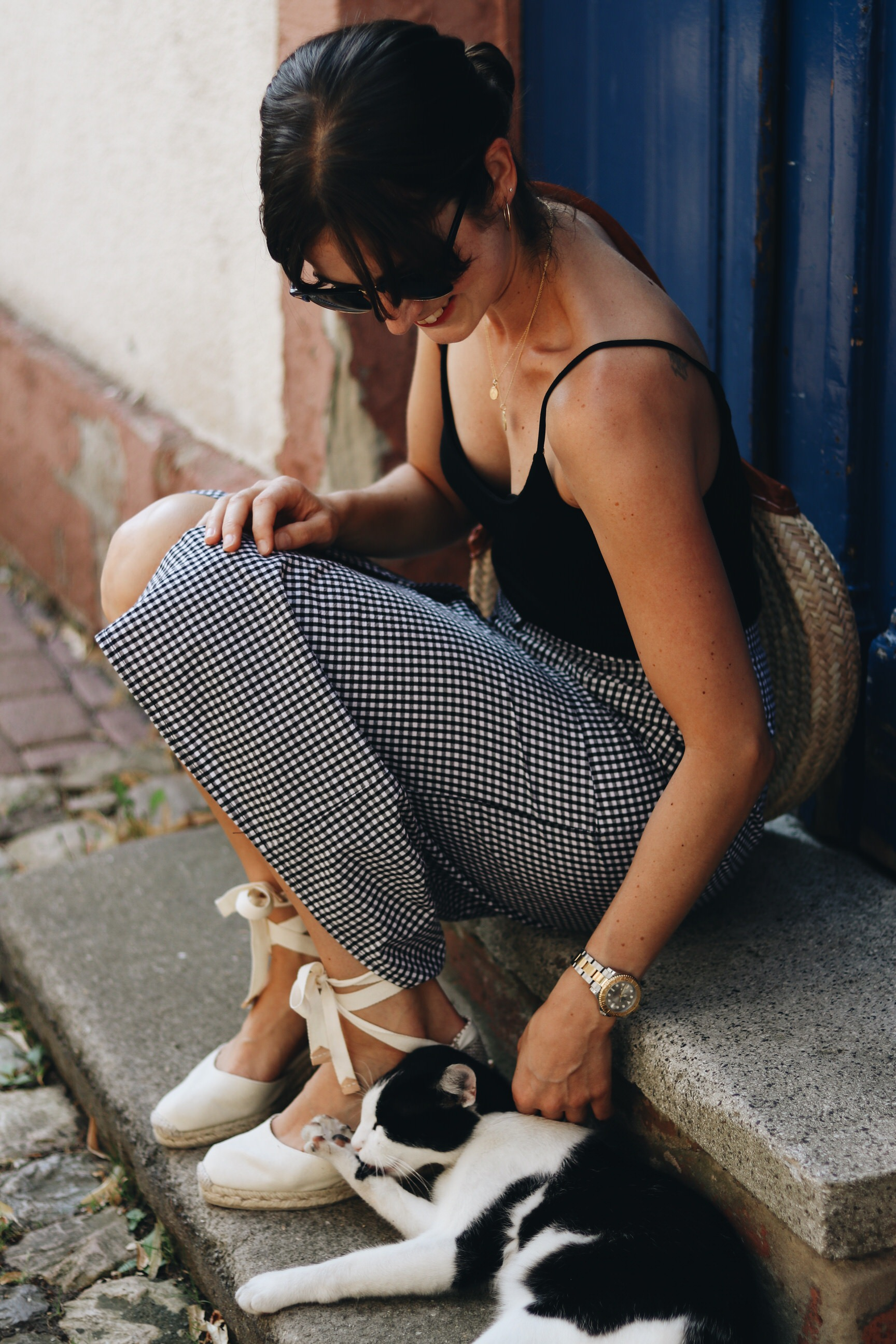 Neele Modebloggerin Midirock Karomuster Vichy Karo Espadrilles Outfit french chic Sommer