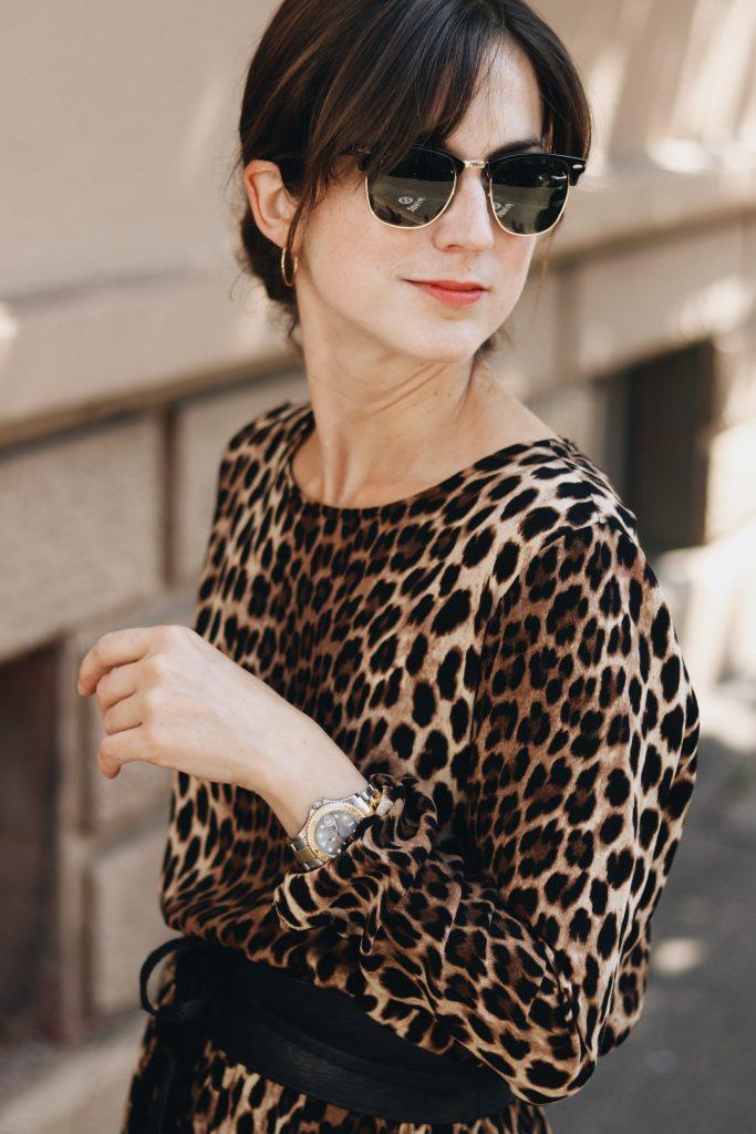 Ray Ban Klassiker Sonnenbrille Leoprint Kleid Bloggerin Blog Outfit