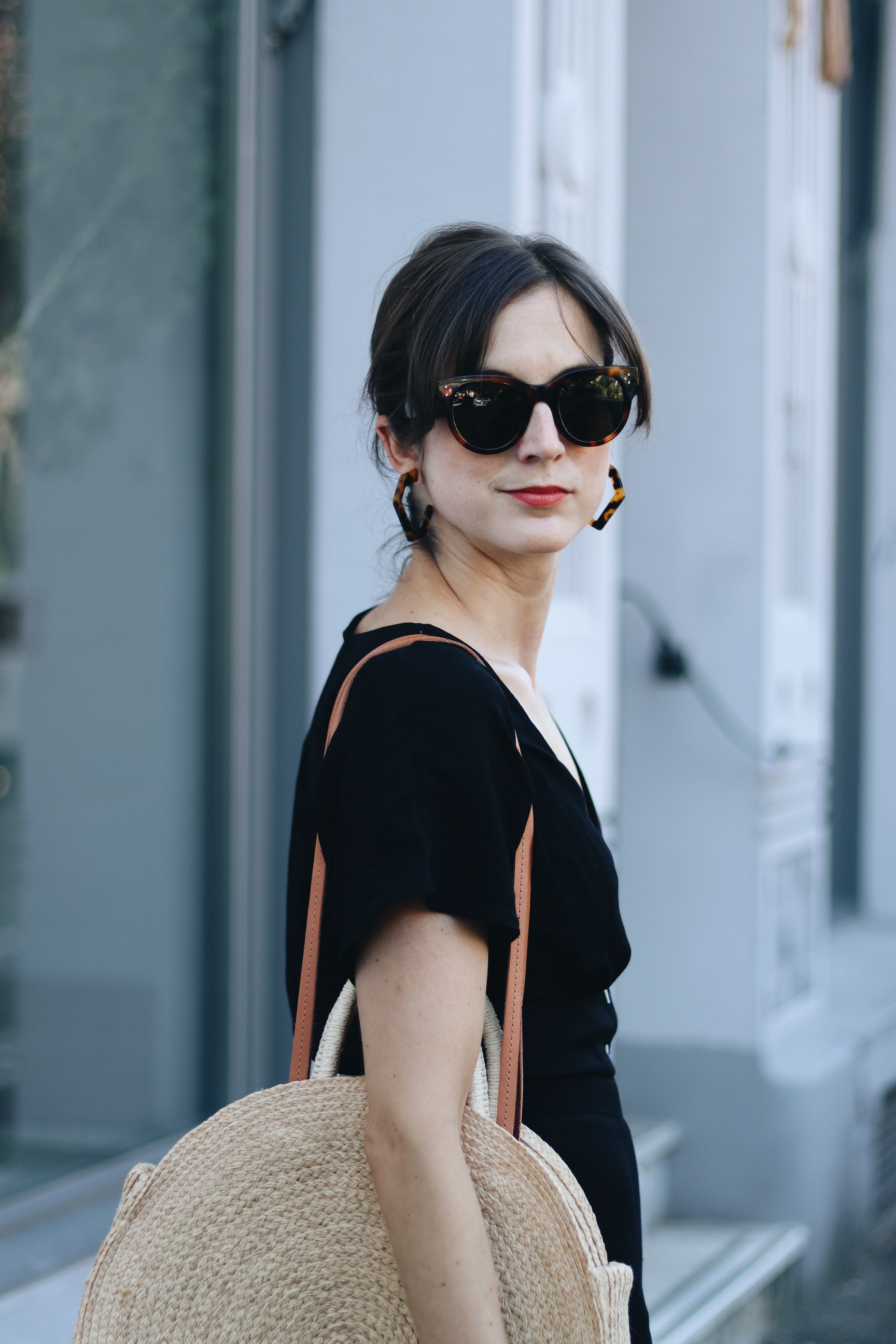 Jumpsuit Outfit Sommer Blog Fashionblog Modebloggerin Neele Korbtasche rund