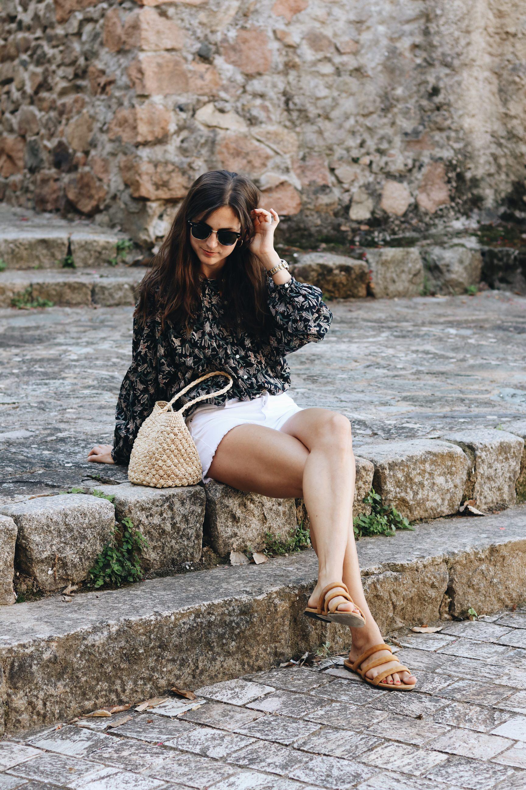 Modebloggerin Neele Freiburg Korsika Urlaub Outfit Sommer Fair Fashion french chic