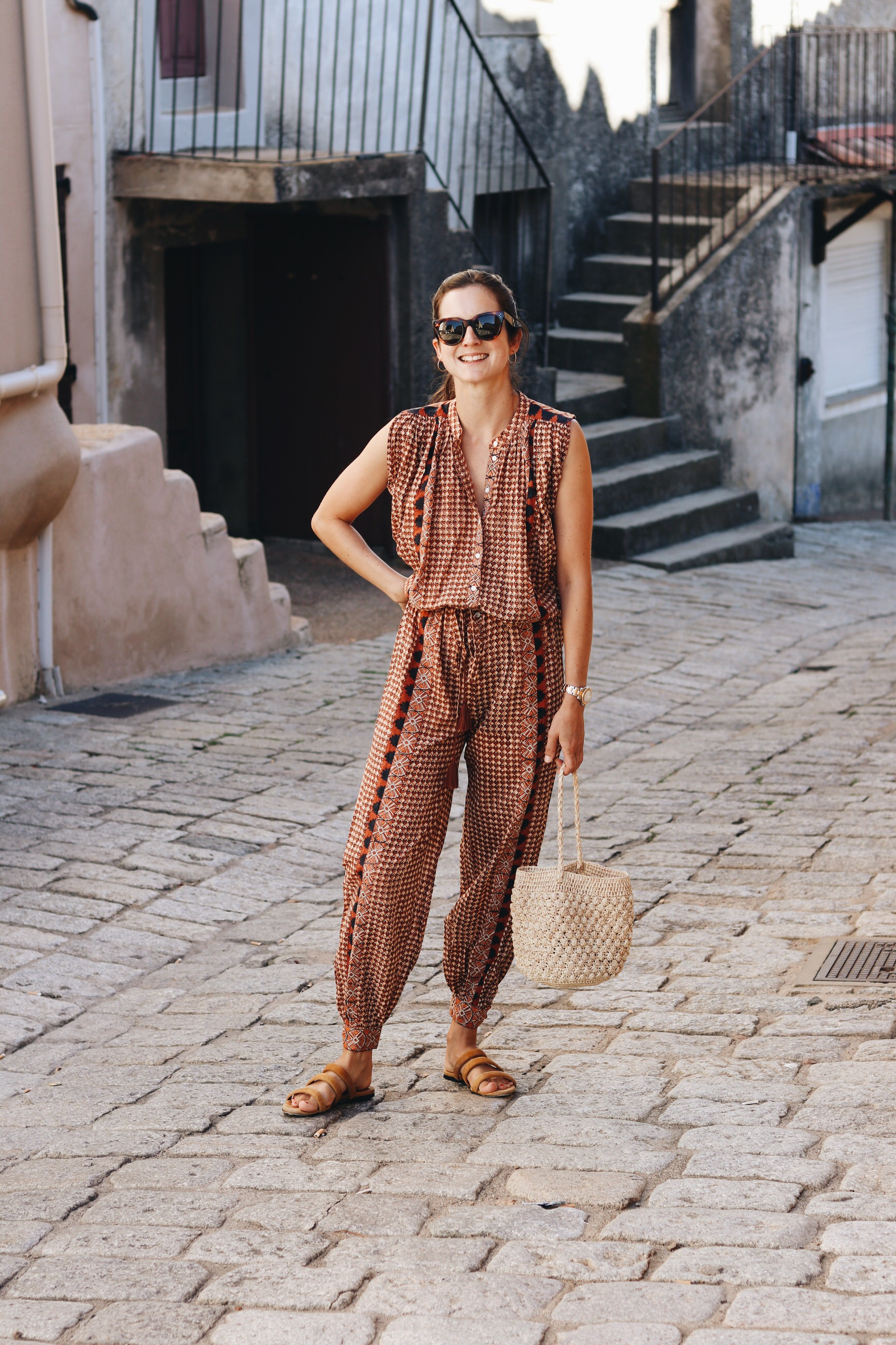 Fair Fashion Tunika French Chic Outfit Korbtasche Celine Sonnenbrille Bloggerin