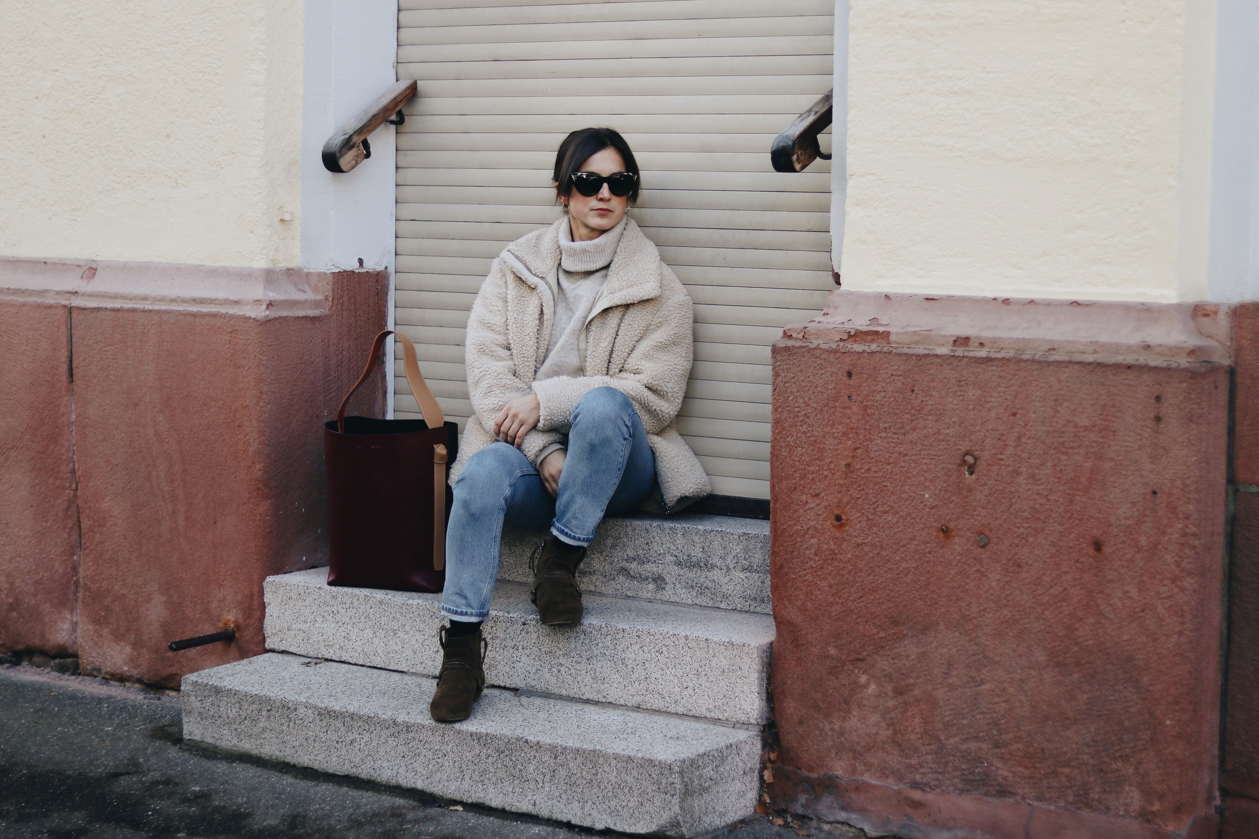 Modeblog Outfit Winter Teddyjacke Blog Modebloggerin Neele Gucci Sonnenbrille Celine Tasche Isabel Marant Booties Schuhe Fashionblog