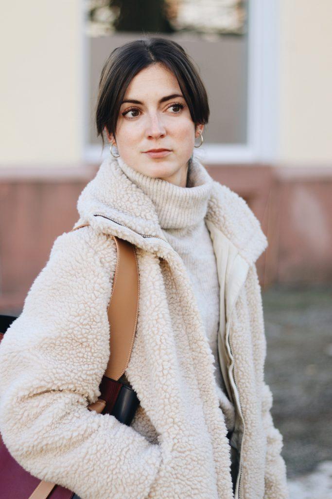 Modebloggerin Neele Modeblog Outfit Winter Teddy Jacke